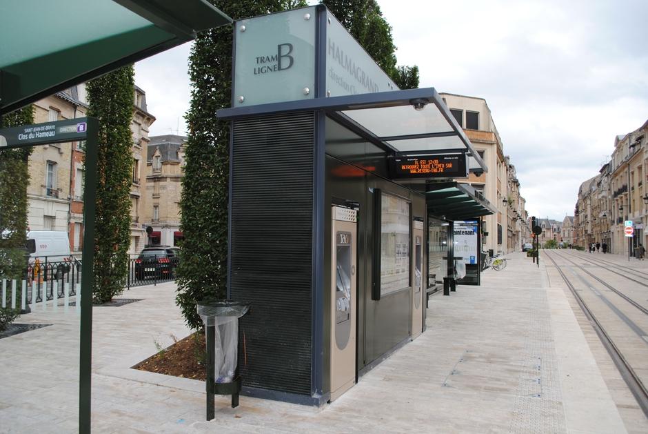 Mobilier de station tramway ligne b orl ans cmr constructions m talliques richard - Horaire tram orleans ligne a ...