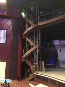 Escalier et passerelle salle de spectacle - ©CMR 2016
