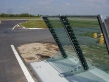 Barrières anti souffle pour l'aéroport de Nantes - ©CMR 2004