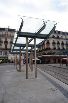 Auvent Ligne 1 tramway Angers - ©CMR 2013